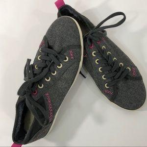 gotta Flurt Flannel Sneakers Size 8.5